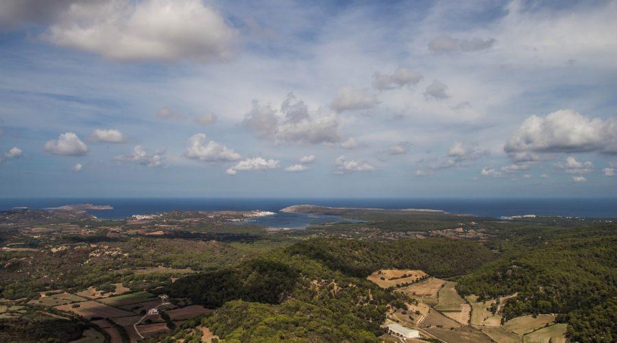 Menorcas Landschaft: Ausblick vom Monte Toro über die Insel